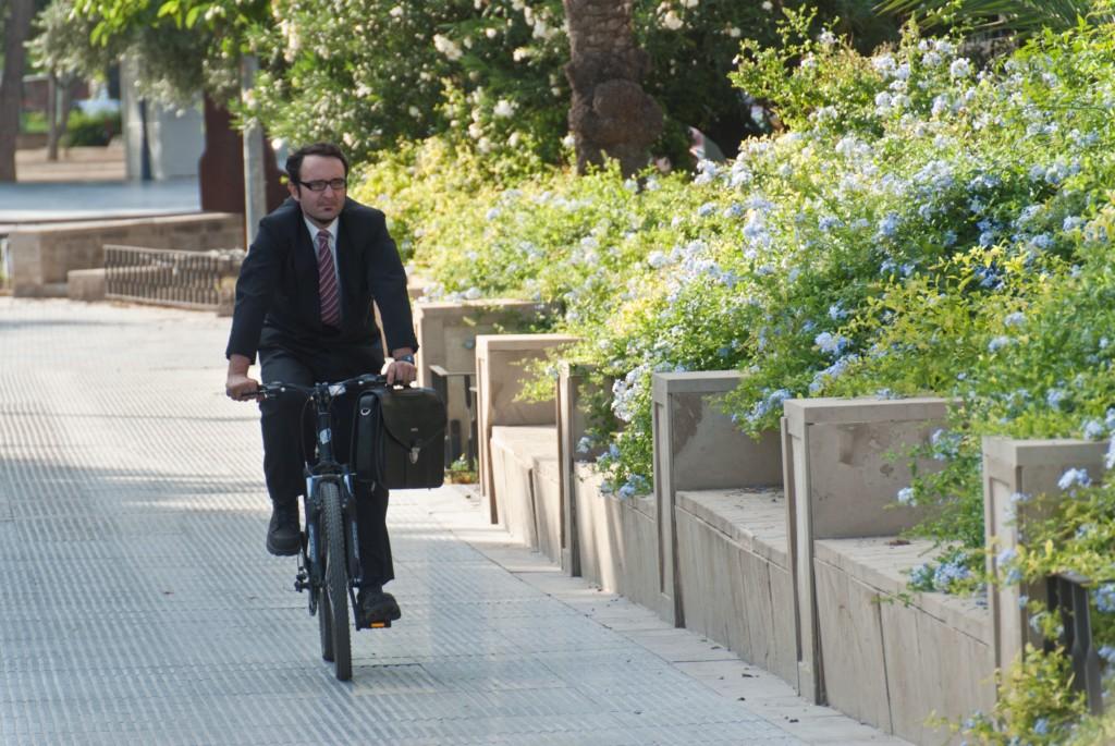 Ir al trabajo a pie o en bicicleta tiene múltiples beneficios