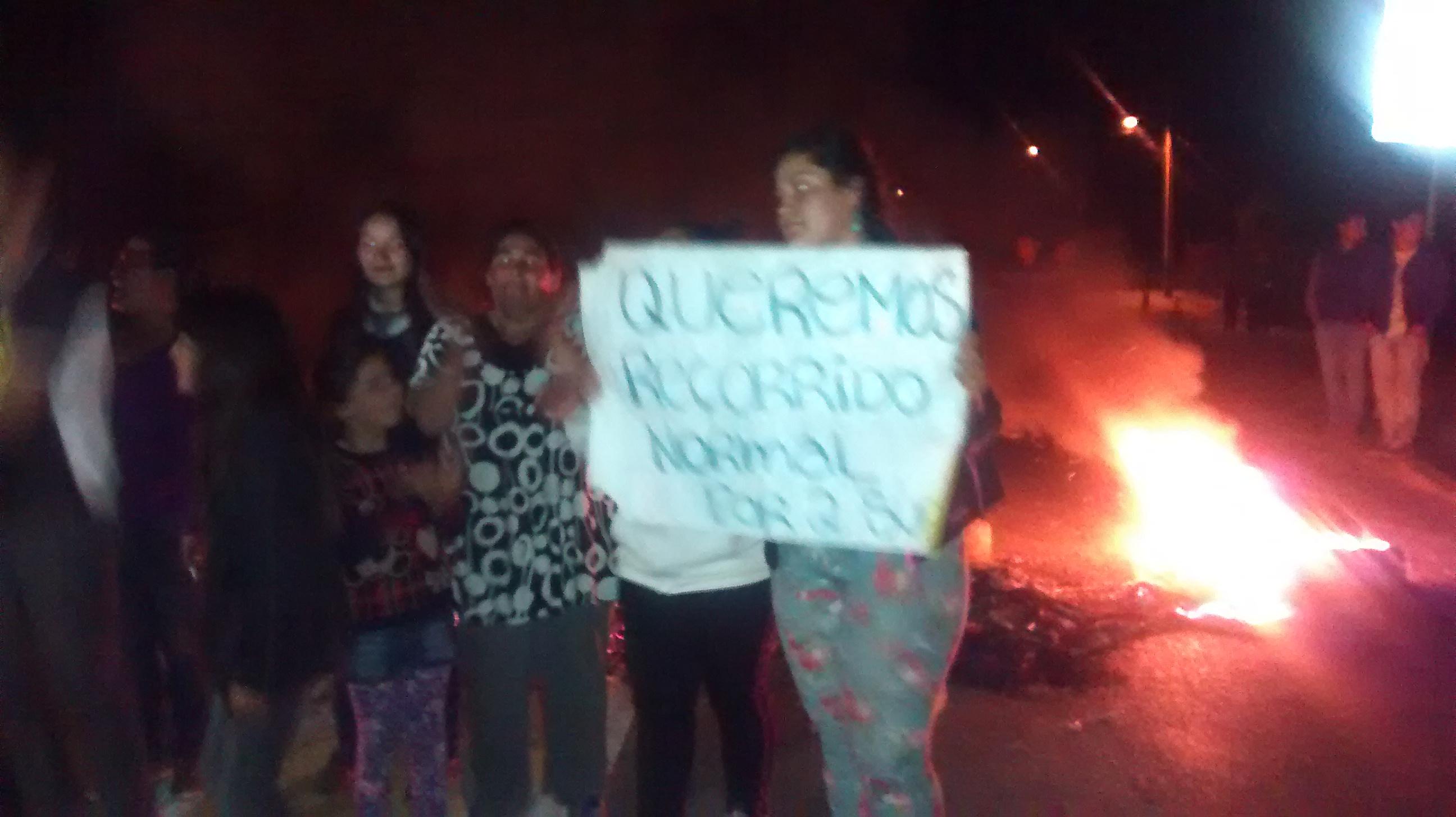 Pobladores se Toman Ruta Unihue en Protesta por Cambio de Locomoción Colectiva