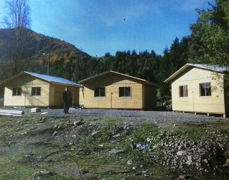 Reconstruyen cabañas de veraneo destruidas por el terremoto en Linares