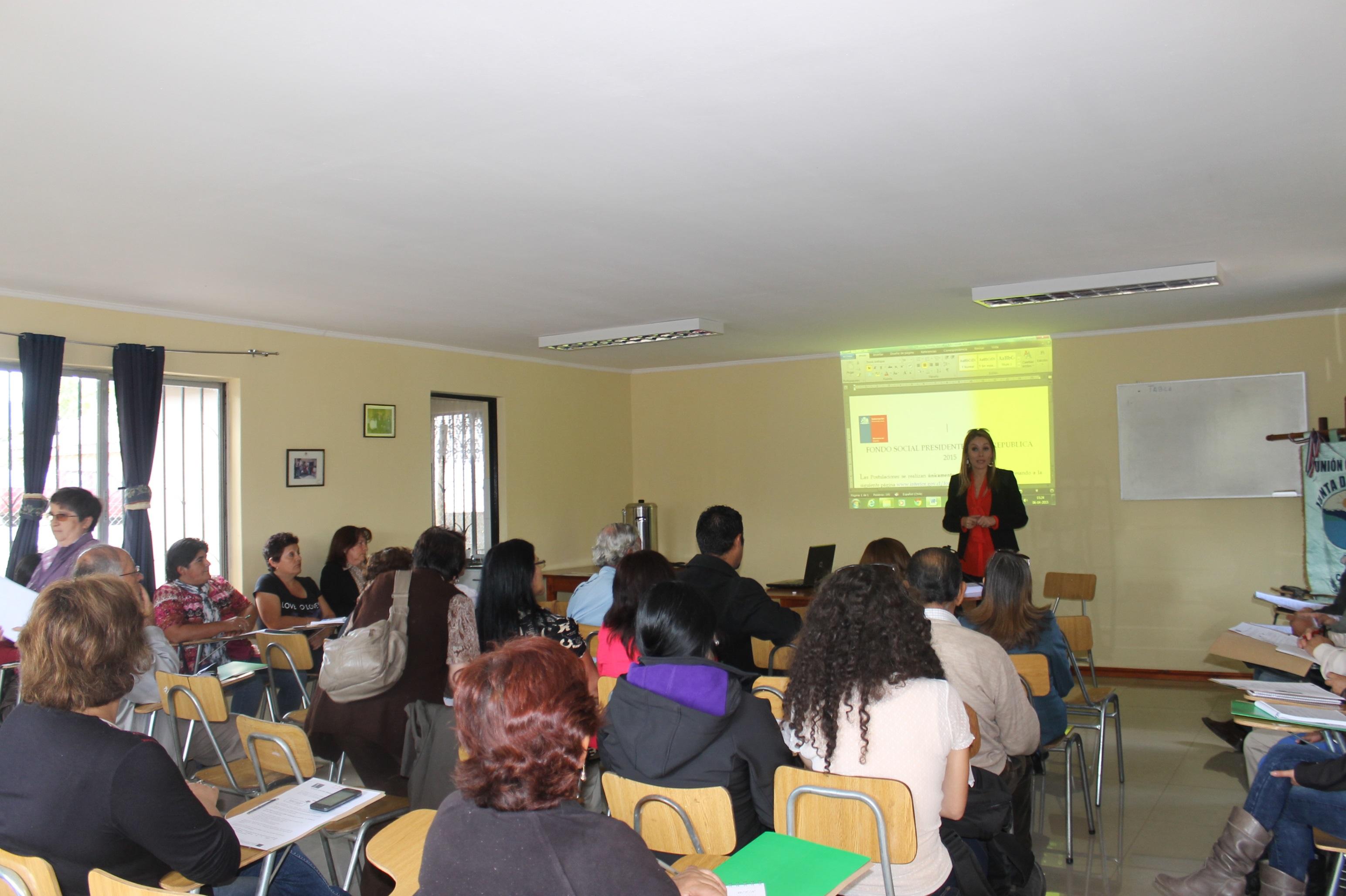 Dirigentes vecinales se capacitan en Linares