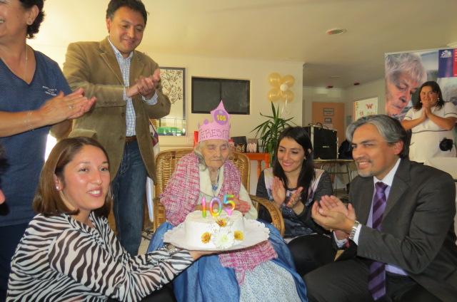 Senama celebró cumpleaños de longeva mujer