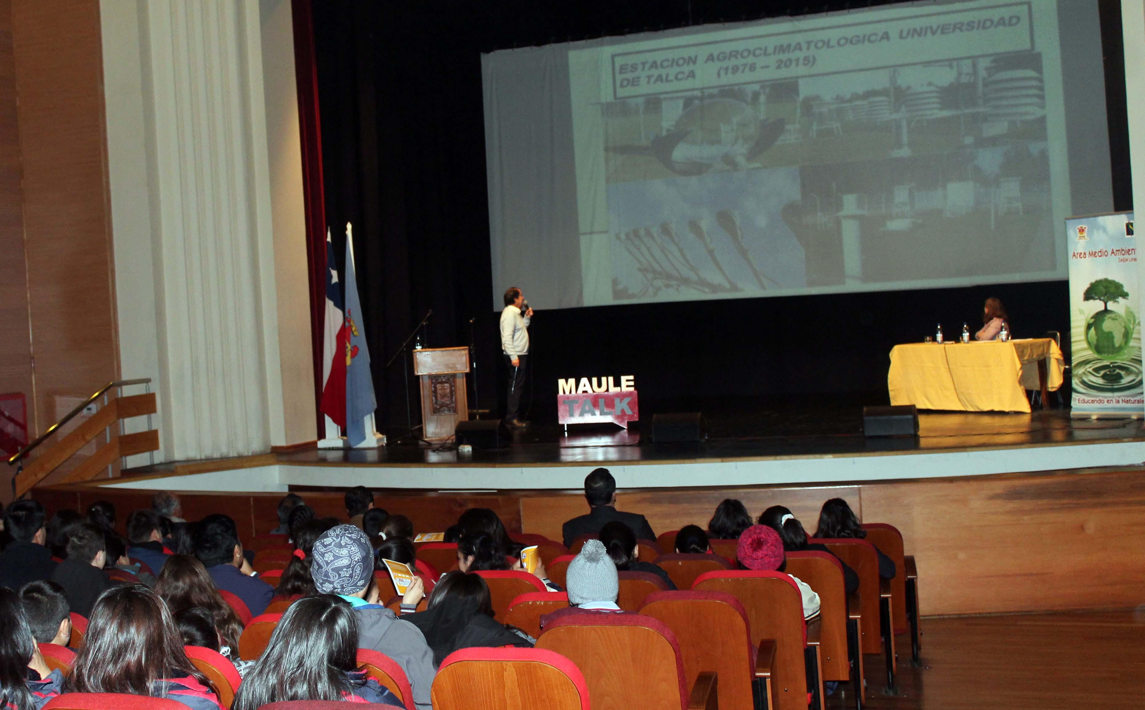 Exitoso seminario para estudiantes sobre cambio climático en Linares