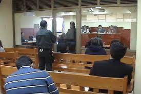 Condenan a funcionaria municipal por favorecer a pareja en reconstrucción de colegios