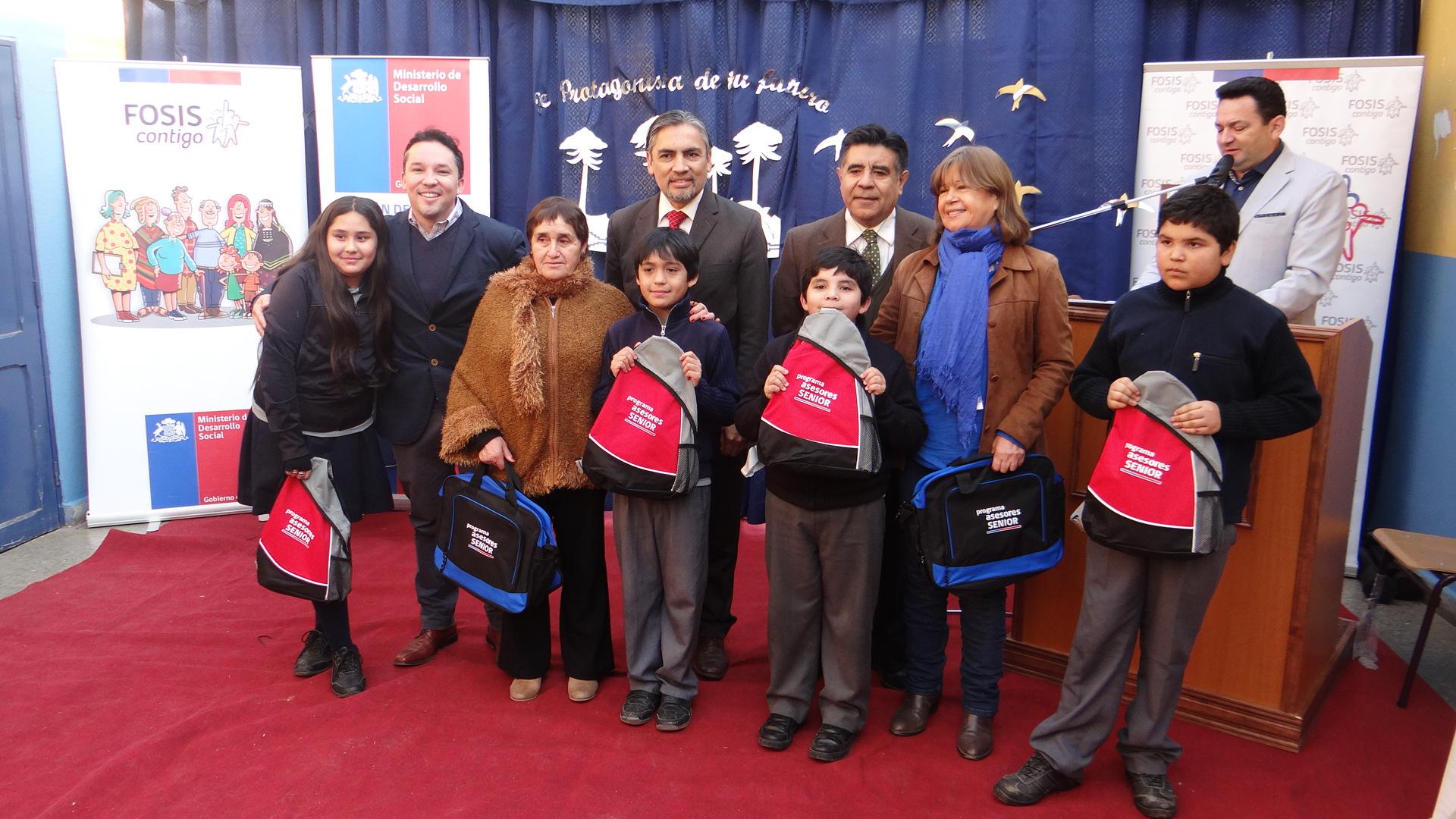 FOSIS lanza iniciativa para mejorar el rendimiento escolar eintegrar socialmente a los adultos mayores