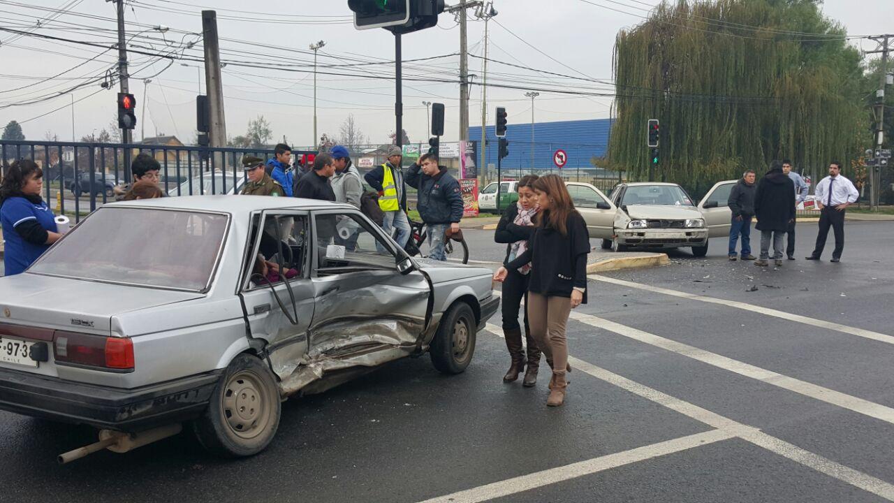 Colisión entre dos vehículos en avenida Colín deja lesionados en Talca
