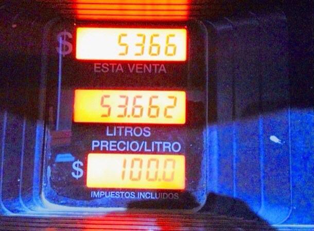 Mineras cancelan por combustibles en promedio ocho veces menos que el común de los chilenos