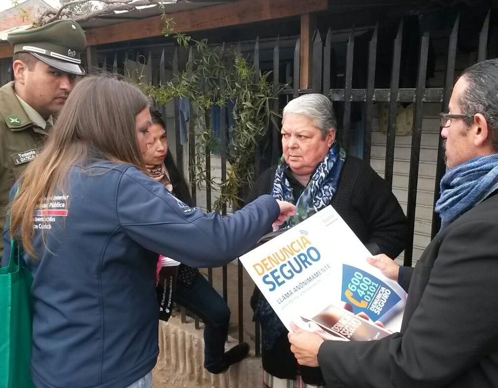 """Seguridad Pública difunde """"Denuncia Seguro"""" en barrio Prosperidad de Curicó"""