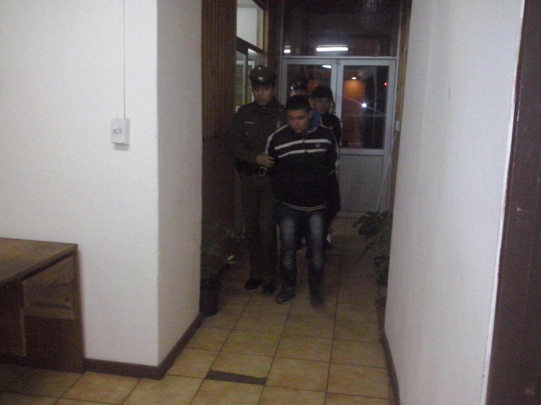 [Video] A disparos delincuentes asaltan servicentro en Talca