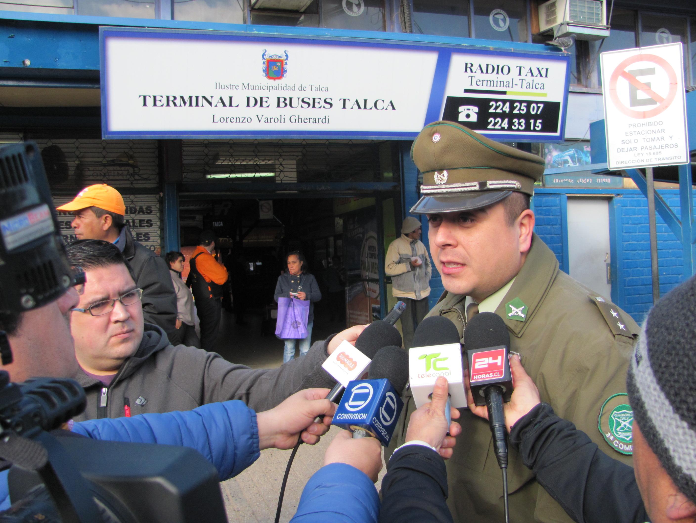 Carabineros y cuidadores de autos realizan campaña preventiva en terminal de buses de Talca
