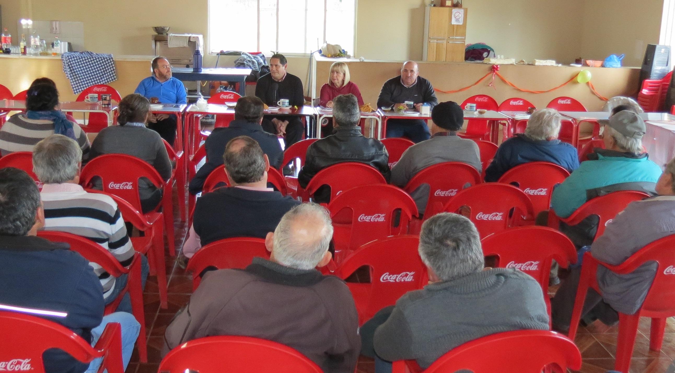 Importante reunión con vecinos de Tanhuao en Pencahue
