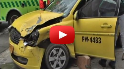 [Video] Colisión entre colectivo y camioneta, deja varios lesionados en plena Alameda de Talca.