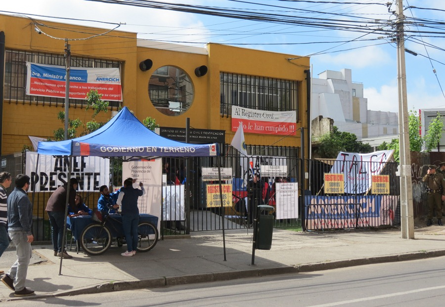 Funcionarios del Registro Civil rechazan propuesta del gobierno y continúan en paro indefinido