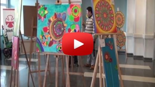 [Video] Niños y niñas de Teletón Talca montaron una exposición de arte en dependencias del hospital regional del Maule.