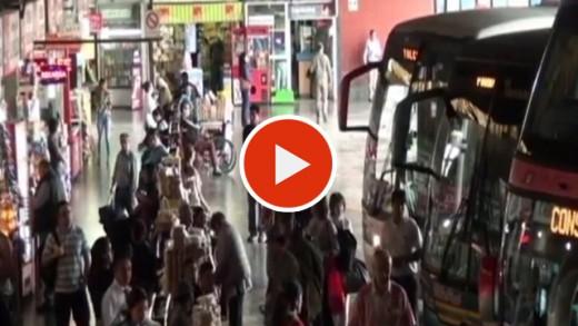 [Video] Desde un 15, hasta un 50 por ciento de alza se han detectado en pasajes de buses interprovinciales debido al fin de semana largo que se aproxima.