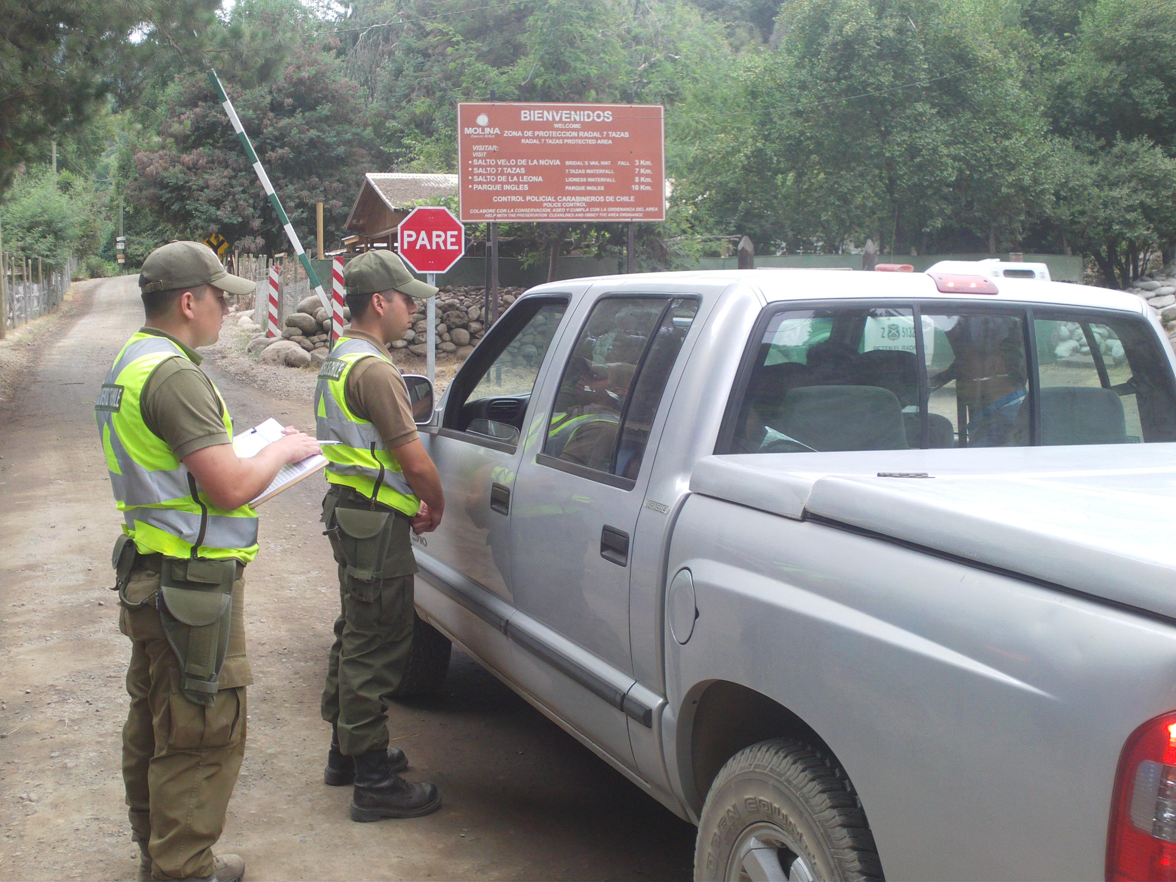 Carabineros realiza trabajo preventivo en el sector El Radal