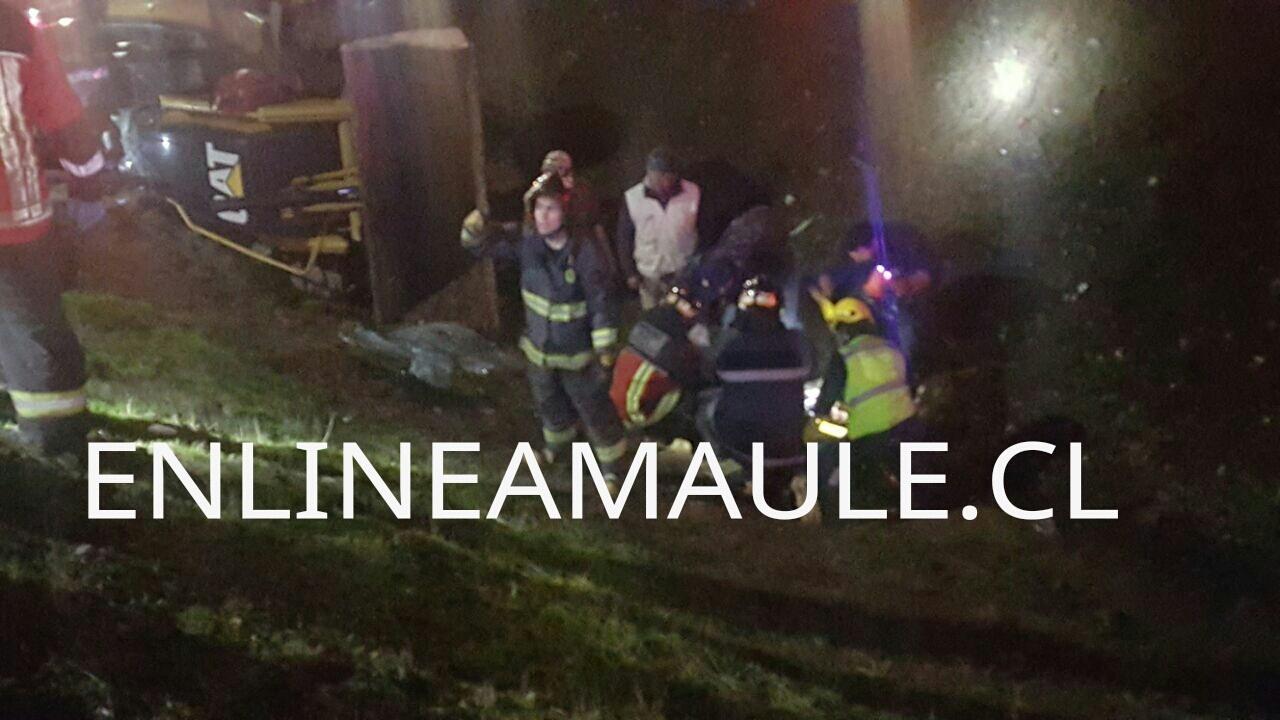Fotos: Internados en Hospital Regional se encuentran los 2 heridos tras volcamiento de vehículos pesados en ruta cinco frente a Talca