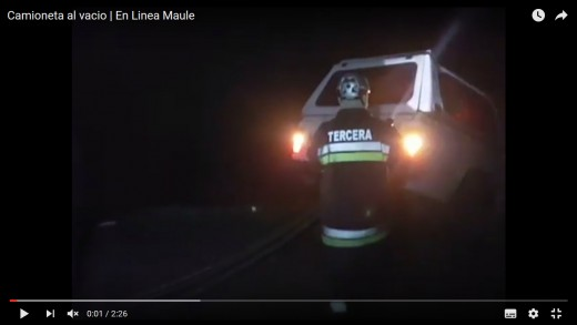 [Video] Vehículo con 4 ocupantes estuvo a punto de caer al vacío, en el sector del cerro la virgen.