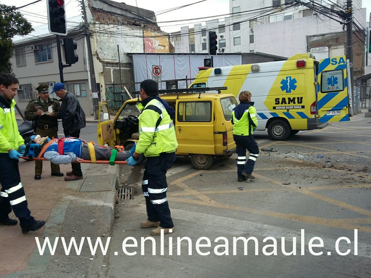 Exclusivo fotos: Dos heridos deja violenta colisión en calle 2 sur con 1 oriente en Talca