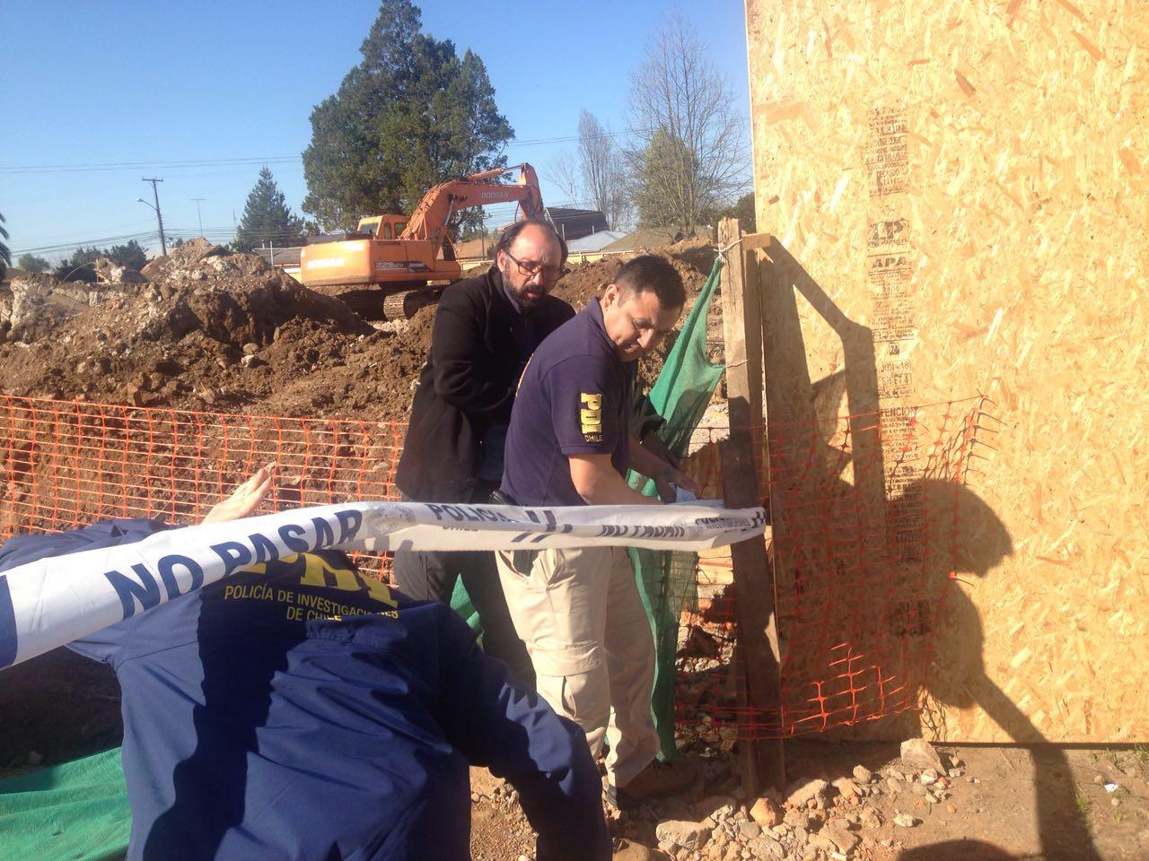 Espectacion de organizaciones de DDHH por restos óseos encontrados al interior de comisaría de Carabineros en Parral