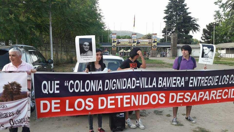 FAMILIARES DE DETENIDOS DESAPARECIDOS Y EJECUTADOS POLÍTICOS DE TALCA, FUNAN STAND DE COLONIA DIGNIDAD EN FIESTA DE LA CERVEZA EN EX FITAL