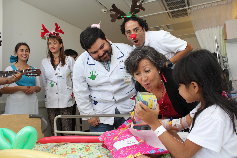 Niños de la unidad pediátrica de HRT recibieron regalos y sorpresas de parte de Fundación Integra