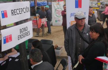 DESARROLLO SOCIAL INFORMÓ QUE SE HAN ENTREGADO MÁS DE 500 BONOS ENSERES A DAMNIFICADOS POR INCENDIOS FORESTALES DE SANTA OLGA Y LOS AROMOS EN CONSTITUCIÓN