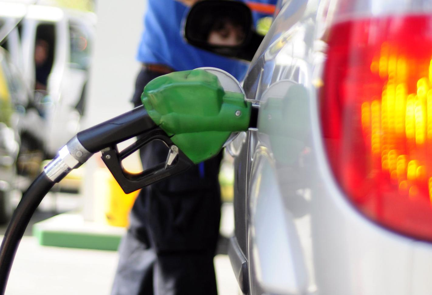 Alza en el precio de las bencinas