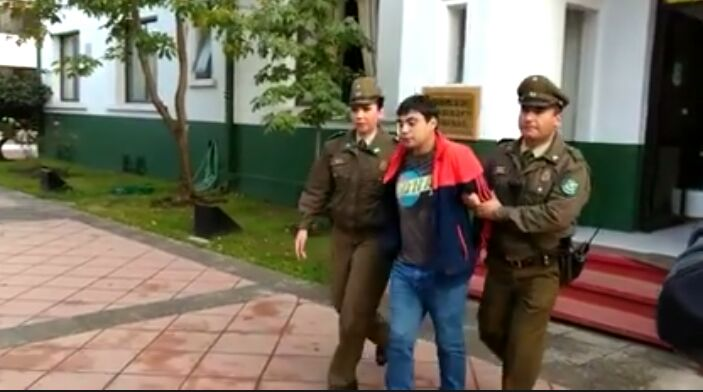 CARABINEROS LOGRA DETENER A ANTISOCIALES, QUE ASALTARON A CONDUCTOR Y ROBARON SU VEHÍCULOEN BARRIO NORTE DE TALCA.