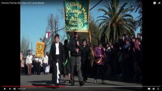 [Video] Comuna de río claro celebró fiestas patrias con desfile de huasos a caballos y diferentes agrupaciones de la comuna.