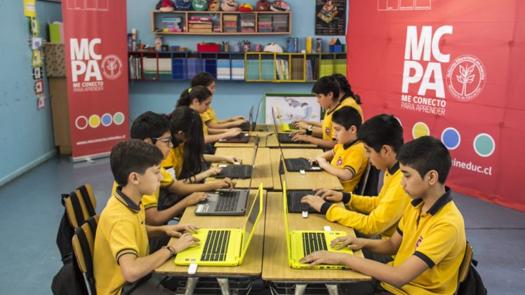 """Junaeb lanzó campaña """"me conecto para aprender"""" beneficiará a 10 mil alumnos en el Maule"""