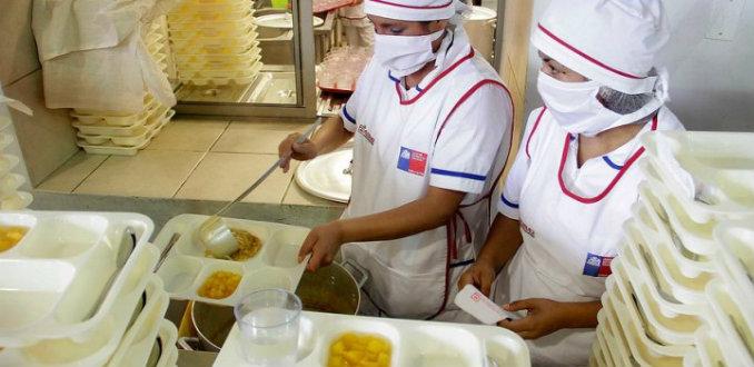 Concesionarias de Junaeb deberán comprar el 5% de alimentos en productores locales