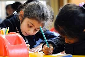 Junaeb entrega beca de retención escolar a alumnos de I y III medio