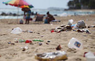 Ley prohíbe botar basura en playas o ríos