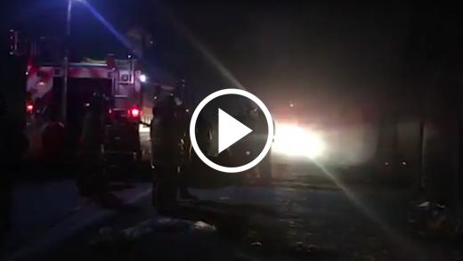 Tensión causó incendio de pastizales que destruyó casa deshabitada, y amenazó a empresas en ruta 5 frente a Maule.