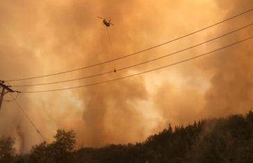 Continúa activo incendio en Molina