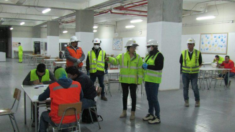 Realizan operativo de fiscalización a empresa constructora del hospital de Curicó