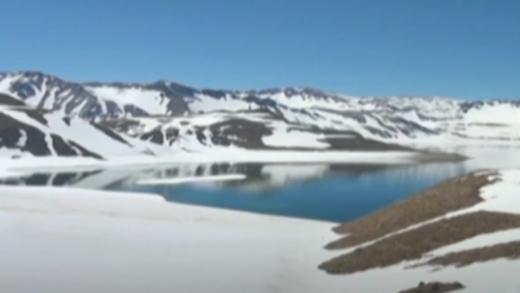 Atractivo panorama se observa en Paso Pehuenche con abundante nieve