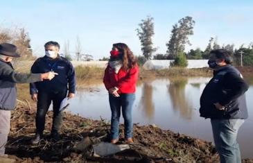 INDAP apoya a agricultores en tranque Alto Las Cruces