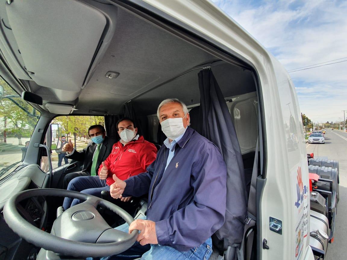Gobierno Regional entregó camión y contenedores para puntos limpios a la comuna de Maule