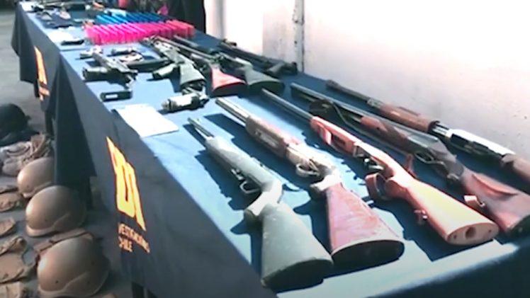 PDI detiene a banda de 5 sujetos por una serie de delitos asociados a la infracción de la ley de armas.
